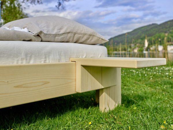Nachttisch aus Massivholz 2